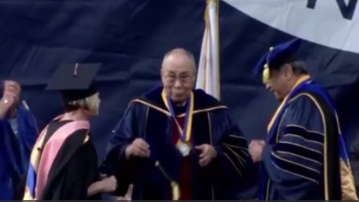 Đức Đạt Lai Lạt Ma nói chuyện tại lễ tốt nghiệp của trường đại học UC San Diego