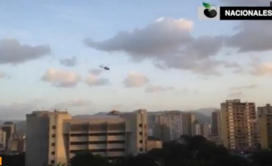 Một phi cơ trực thăng nã đạn xuống trụ sở toà án tối cao thân Maduro