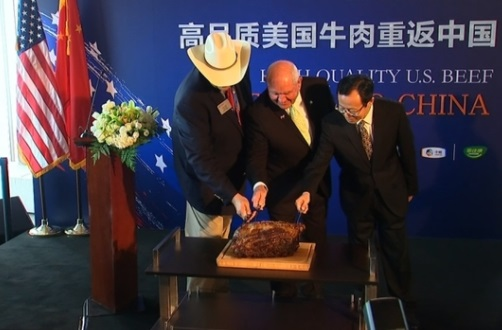 Khách hàng Trung Cộng được thưởng thức lại thịt bò Mỹ sau 14 năm