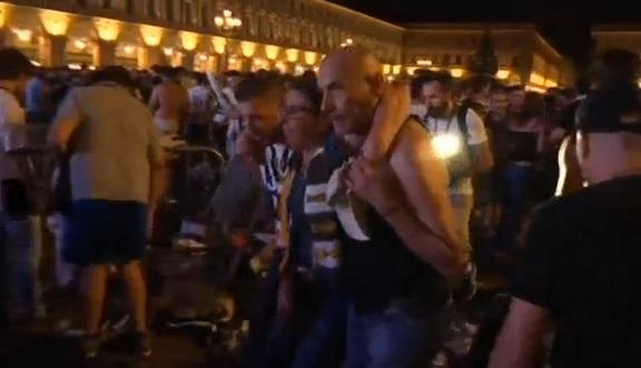 Hoảng loạn đám đông theo dõi trận chung kết Champion League  ở Turin: 400 người bị thương