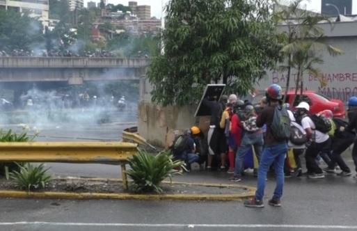 Bạo động tiếp tục bùng nổ tại Caracas sau vụ tố giác âm mưu đảo chính bất thành