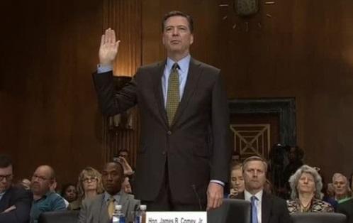 Người Mỹ chờ theo dõi buổi điều trần công khai của cựu giám đốc FBI James Comey