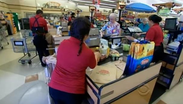 Sau 6 năm lệnh cấm dùng bao nhựa ở chợ, dân chúng bắt đầu lên tiếng phản đối