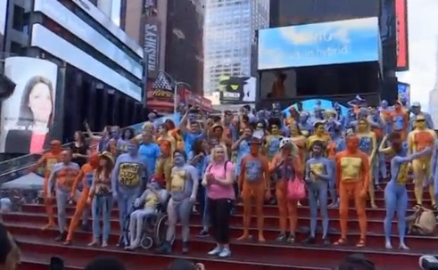 Hàng chục người khỏa thân nghệ thuật ở Times Square New York