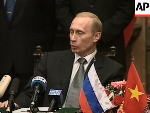 """Hà Nội tăng cường """"hợp tác chiến lược"""" với Nga"""