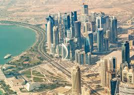 Các hãng hàng không dừng bay đến Qatar, dân chúng mua sạch thực phẩm ở các cửa hàng