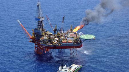 Bị Trung Cộng doạ tấn công, Việt Nam dừng khoan dầu ở Biển Đông