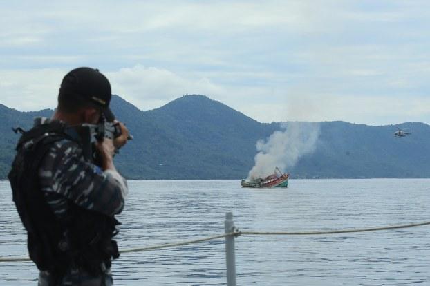 Hải quân Indonesia bắt 2 tàu cá, bắn 4 ngư phủ Việt Nam trọng thương