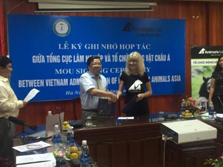 Việt Nam cam kết chấm dứt nạn khai thác mật gấu