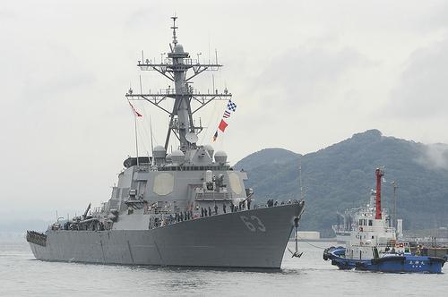 Chiến hạm Hoa Kỳ đến gần đảo Tri Tôn trong quần đảo Hoàng Sa