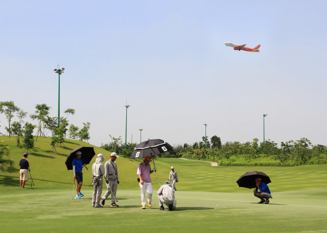 Bộ trưởng quốc phòng CSVN bảo vệ nhóm lợi ích đầu tư sân golf Tân Sơn Nhất