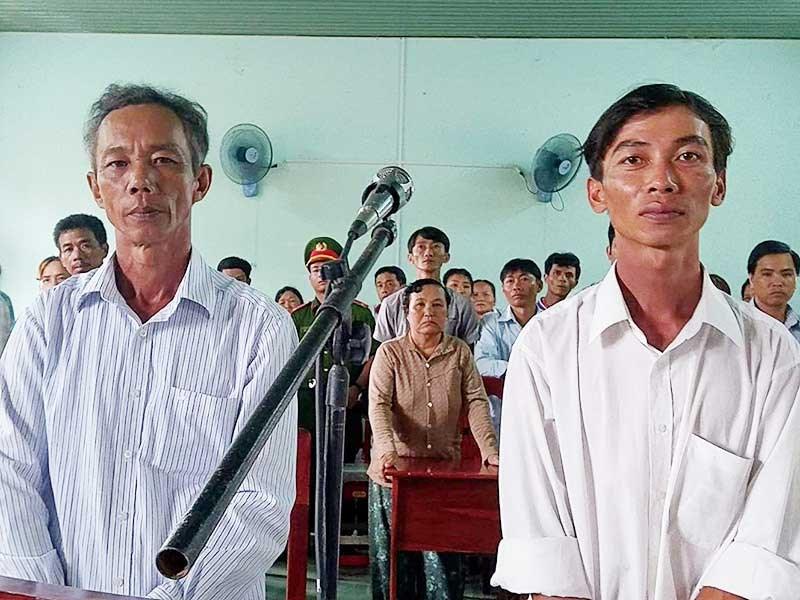 Tòa án Bình Thuận kết tội hai nông dân 'nhận hối lộ'