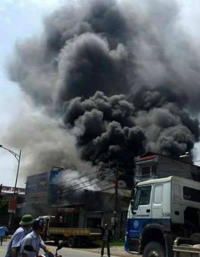 Cháy xưởng bánh kẹo ở Hà Nội, ít nhất 8 người chết