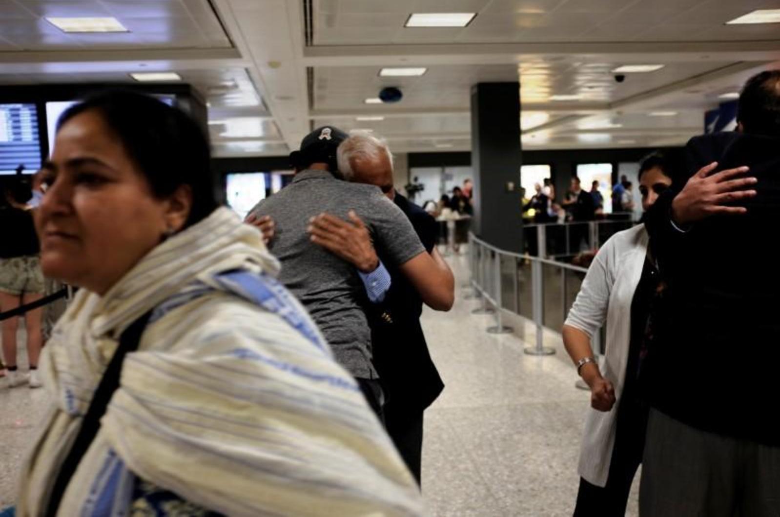 Chính phủ Trump cân nhắc kế hoạch giảm bớt số người nhập cảnh diện đoàn tụ