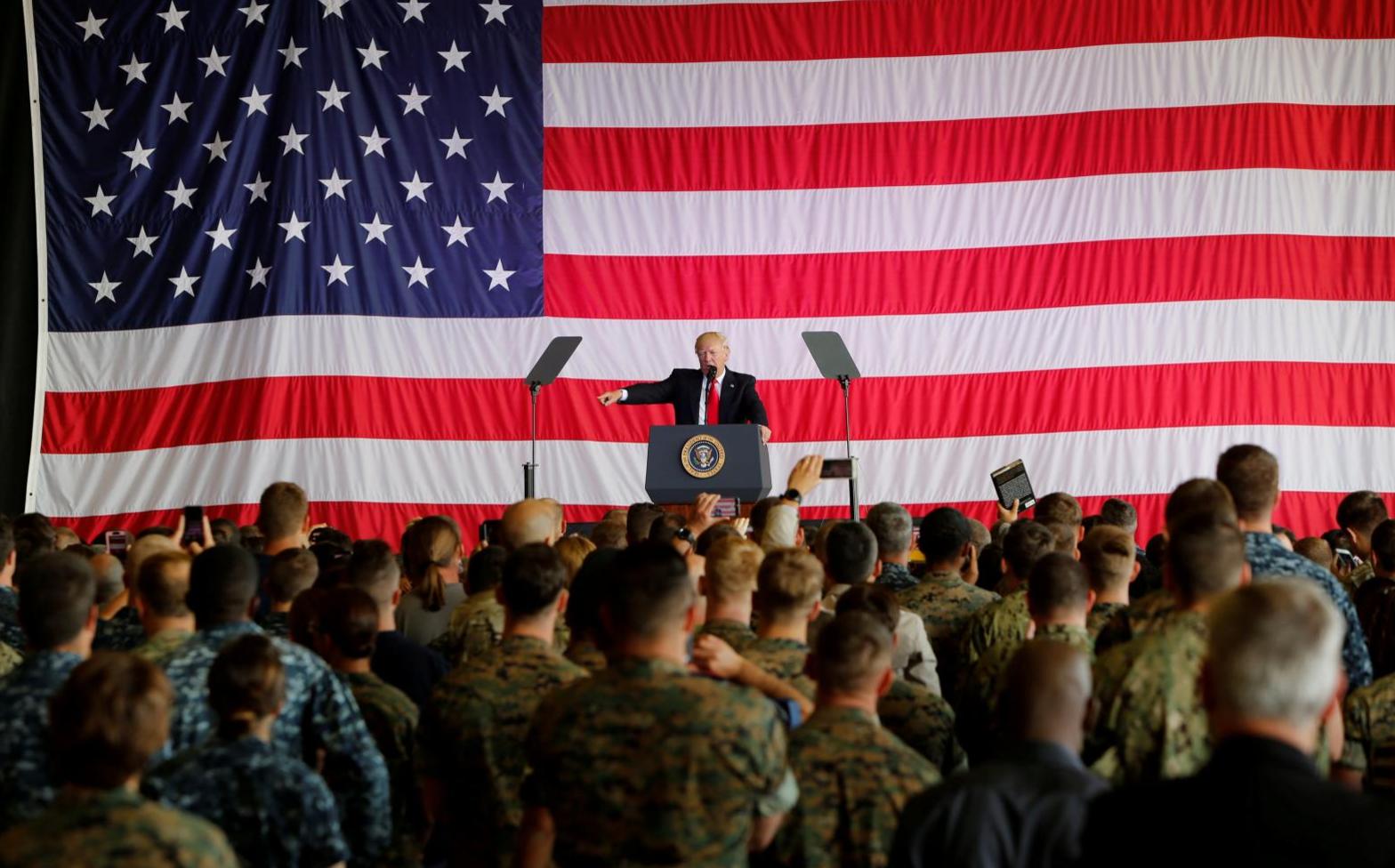 Tổng thống Trump: người chuyển giới không được phục vụ trong quân đội