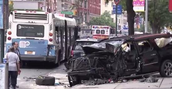 Xe SUV đụng người đi bộ ở thành phố New York, 12 người bị thương