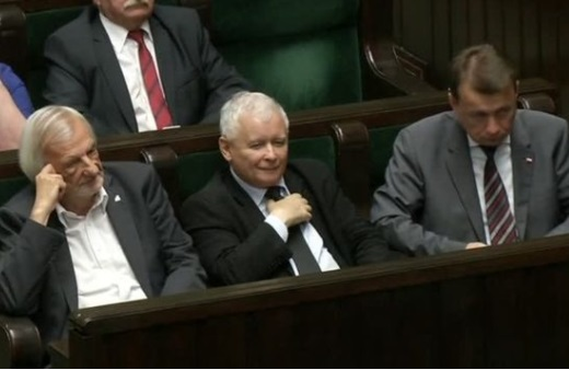 Hạ viện Ba Lan phê chuẩn dự luật tư pháp, bất chấp EU đe dọa trừng phạt