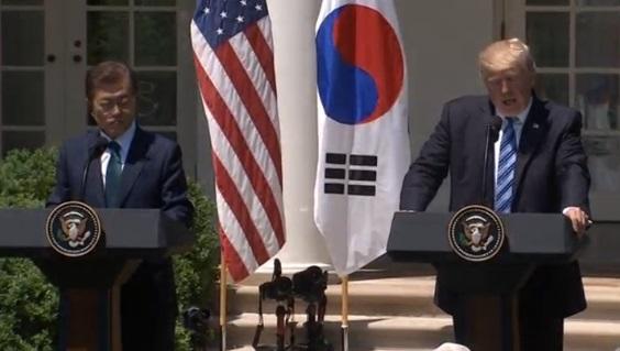 Tổng thống Trump giận dữ nhắn tin trước việc Bắc Hàn lại phóng hỏa tiễn