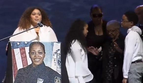 Hàng ngàn cảnh sát tham dự đám tang nữ cảnh sát New York bị bắn chết