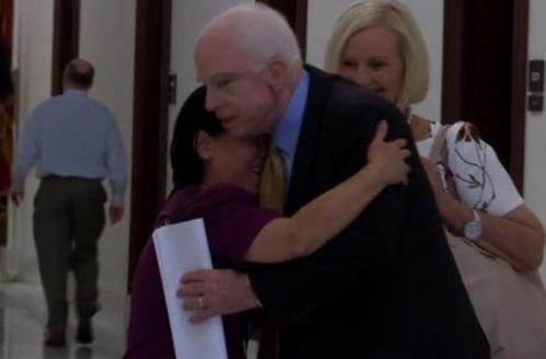 TNS John McCain: quốc hội không phải là cấp dưới, mà bình đẳng với tổng thống