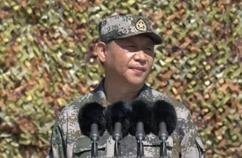 Chủ tịch Trung Cộng Tập Cận Bình duyệt binh nhân ngày thành lập quân đội