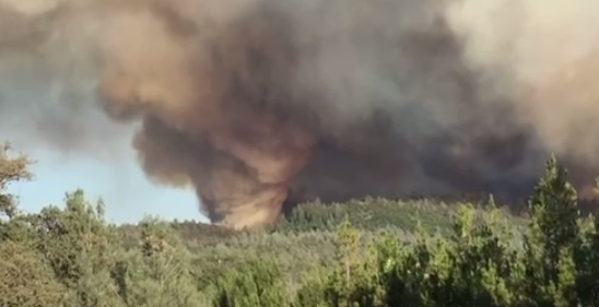 Hàng trăm gia đình phải di tản vì cháy rừng ở California