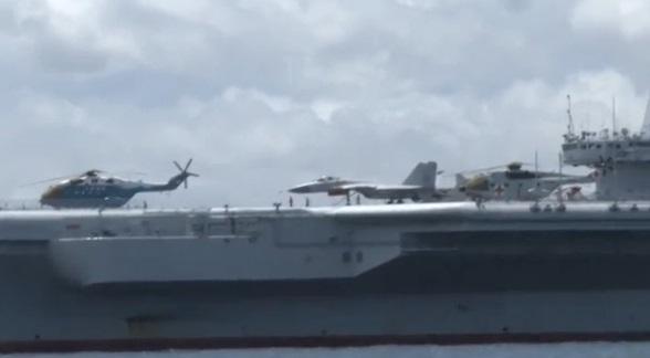 Hàng không mẫu hạm đầu tiên của Trung Cộng cập cảng Hong Kong