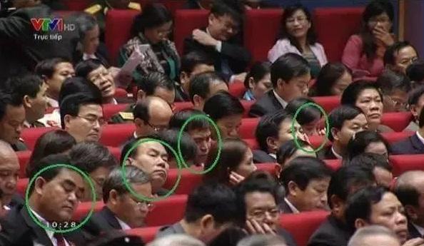Cấm báo dự họp của ủy ban thường vụ quốc hội để làm gì ? (Phạm Trần)