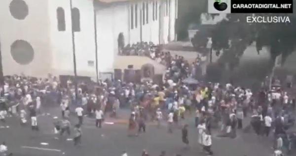Phe thân Maduro nổ súng vào cử tri bỏ phiếu trưng cầu dân ý: ít nhất 1 người chết