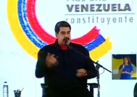 Maduro tặng bảo kiếm, ca ngợi cá nhân bị Hoa Kỳ cấm vận là anh hùng