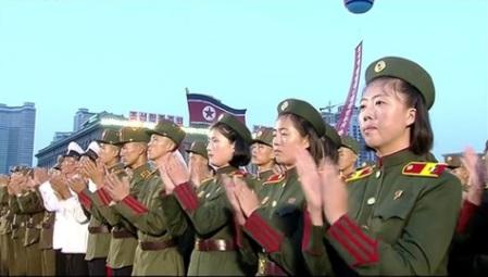 Bắc Hàn nhảy múa ăn mừng vụ phóng hoả tiễn thành công
