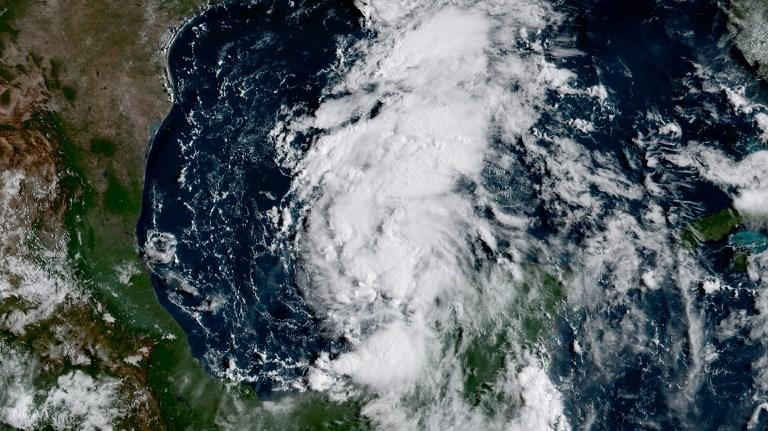 Cảnh báo cơn bão Harvey hung dữ nhất trong 12 năm đang đổ bộ vào Texas