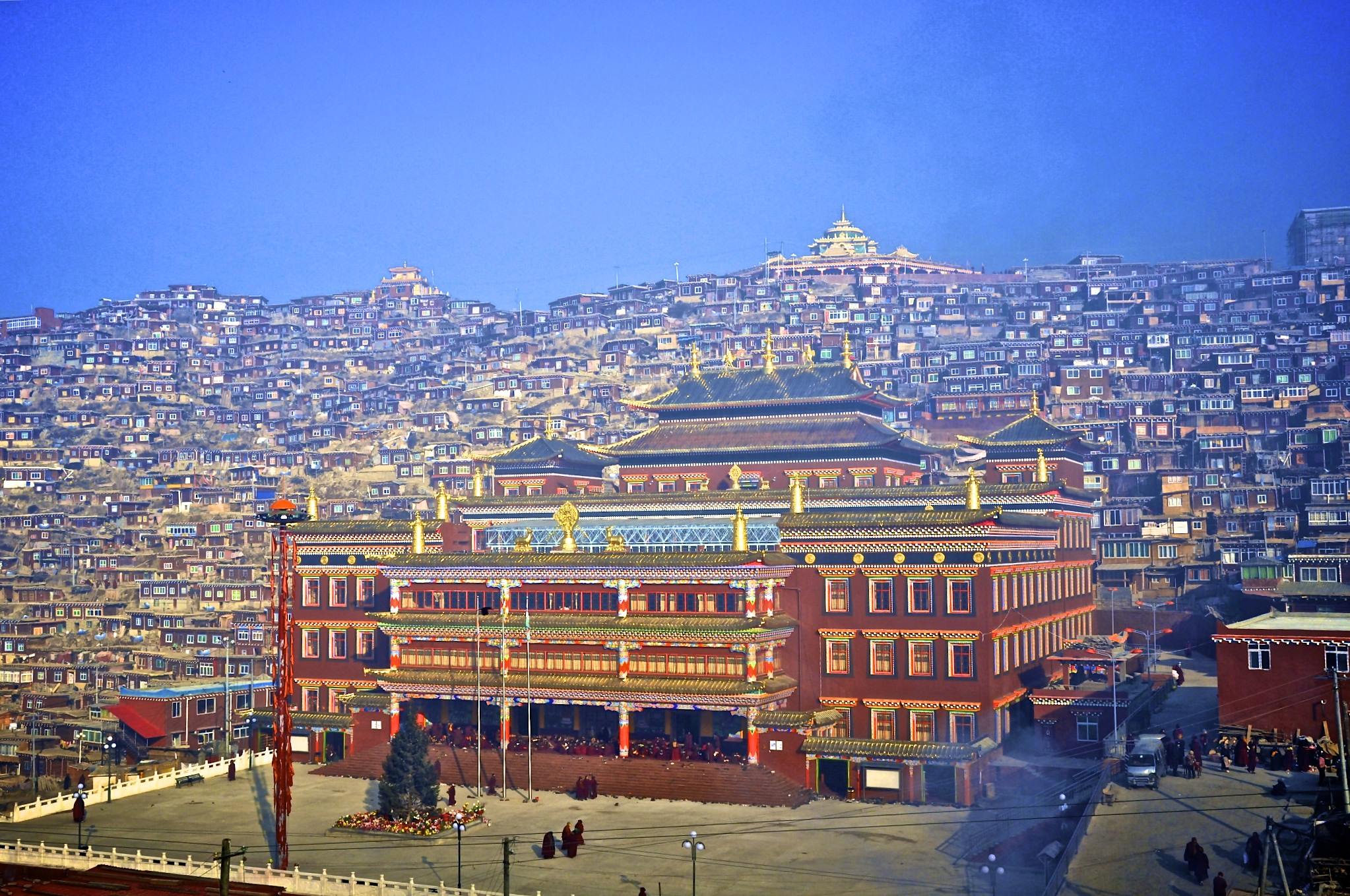 Trung Cộng bổ nhiệm viên chức cảnh sát làm lãnh đạo học viện Phật Giáo Tây Tạng