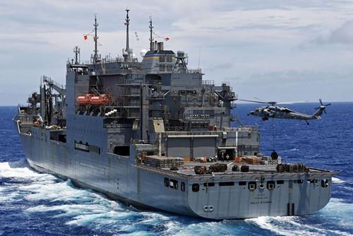 Tàu hải quân Hoa Kỳ USS San Diego cập cảng Cam Ranh