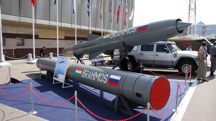 Ấn Độ bán hỏa tiễn Brahmos cho Việt Nam để kiềm chế Trung Cộng