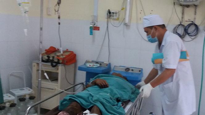 Cưa đạn pháo phát nổ, 6 người thiệt mạng ở Khánh Hòa