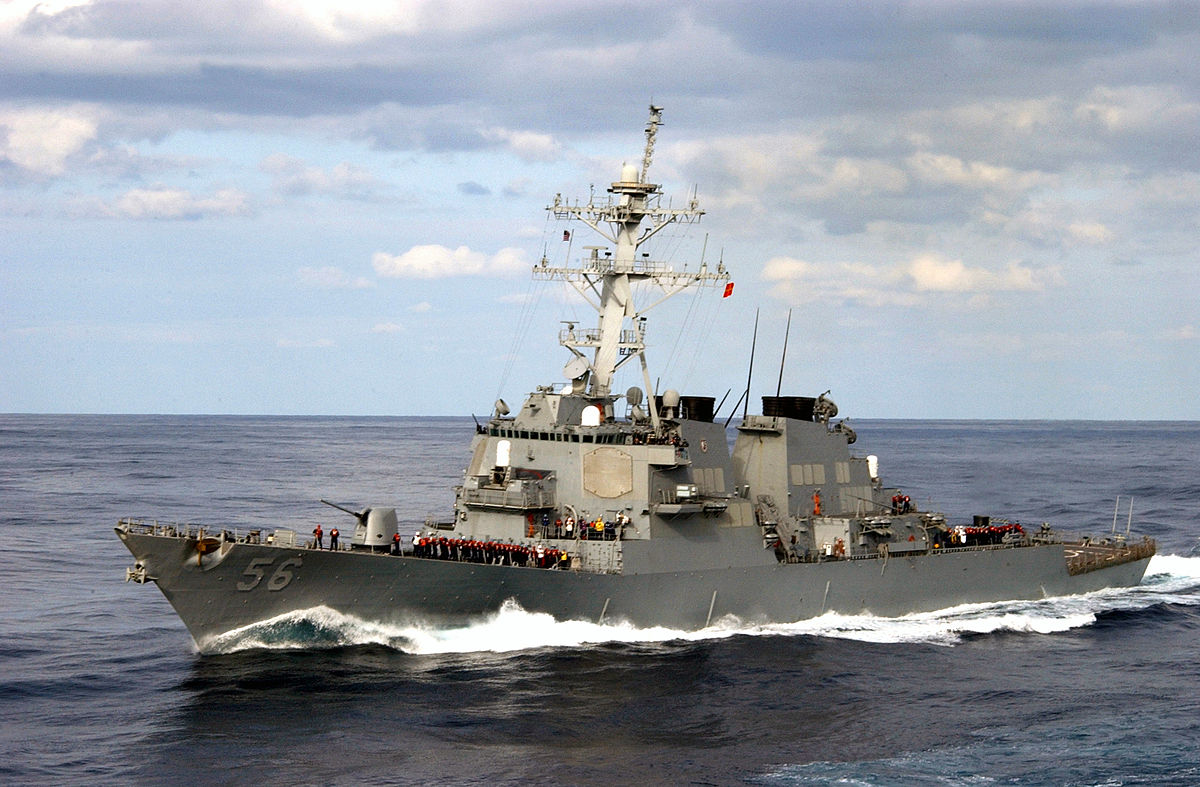 Khu trục hạm Hoa Kỳ thách thức tuyên bố chủ quyền của Trung Cộng trên Biển Đông