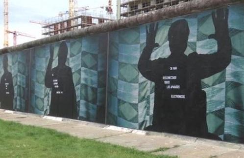 Tái hiện bức tường Bá Linh, triển lãm hình ảnh và câu chuyện kể của người dân Đông Đức