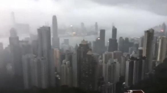 Bão Hato đổ bộ, đe doạ tàn phá thành phố Hong Kong