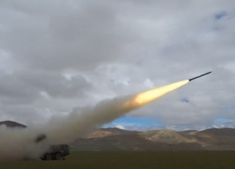Quân đội Trung Cộng diễn tập quân sự bắn đạn thật tại vùng cao nguyên Tây Tạng
