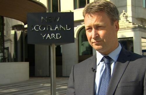 3 cảnh sát bị nghi can khủng bố chém trước cung điện nữ hoàng Anh