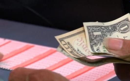 Người may mắn ở Illinois trúng số Mega Millions trị giá 393 triệu mỹ kim