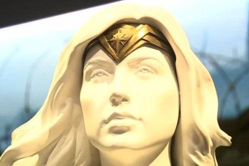 """Cuộc triển lãm về phim """"Wonder Woman"""" được khai mạc Burbank, California"""