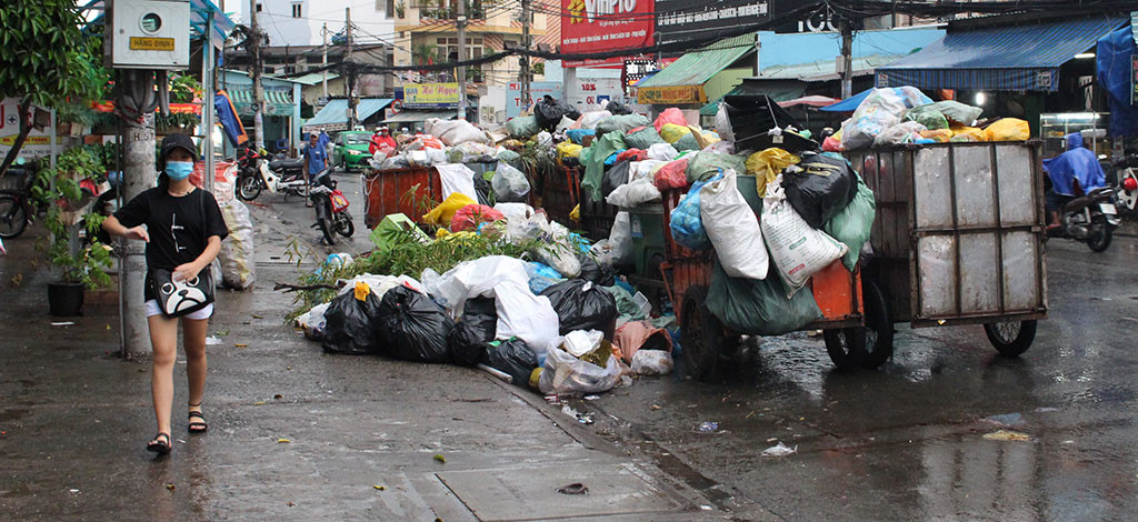Nhiều tỷ đồng tiền rác của dân Sài Gòn chảy vào túi ai?