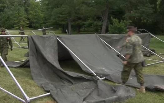 Canada dựng lều trại tạm trú cho người tị nạn từ Hoa Kỳ chạy sang