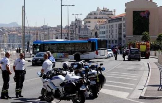 Pháp điều tra vụ xe hơi lao vào trạm xe buýt ở Marseille, ít nhất 1 người chết