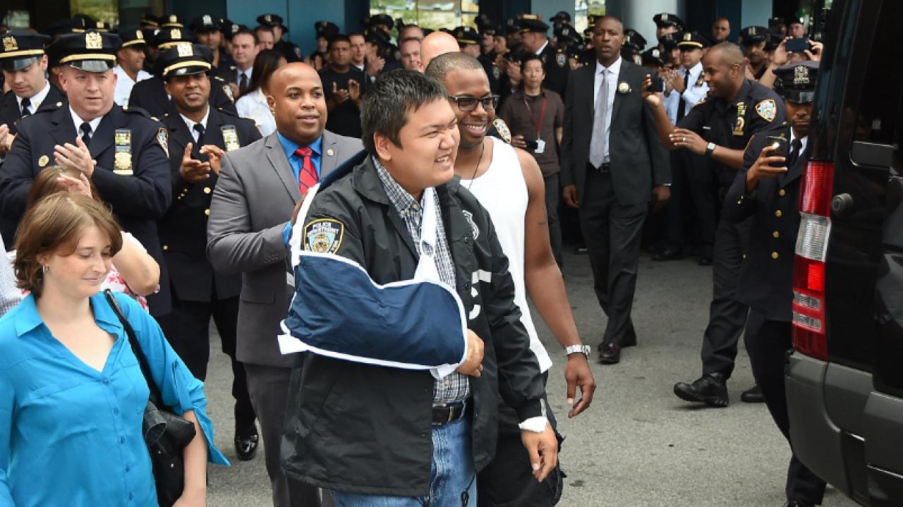 Cảnh sát New York gốc Việt thoát chết nhờ áo giáp chống đạn thế hệ mới