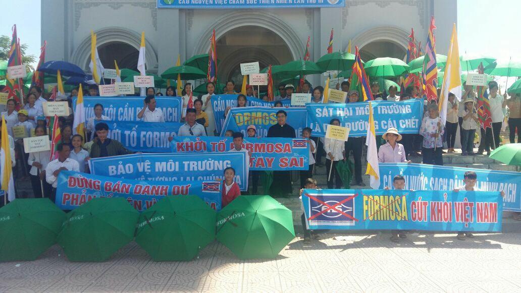 Người dân Miền Trung tiếp tục biểu tình phản đối Formosa