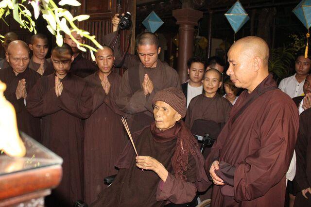 Thiền sư Thích Nhất Hạnh rời Việt Nam trở lại Thái Lan