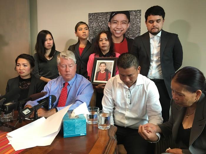 Gia đình người gốc Việt bị cảnh sát tiểu bang Washington bắn chết đòi bồi thường 20 triệu USD